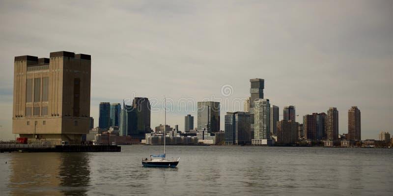 Άποψη γραμμών ουρανού του Νιου Τζέρσεϋ από το ίχνος NYC του Hudson στοκ φωτογραφίες με δικαίωμα ελεύθερης χρήσης