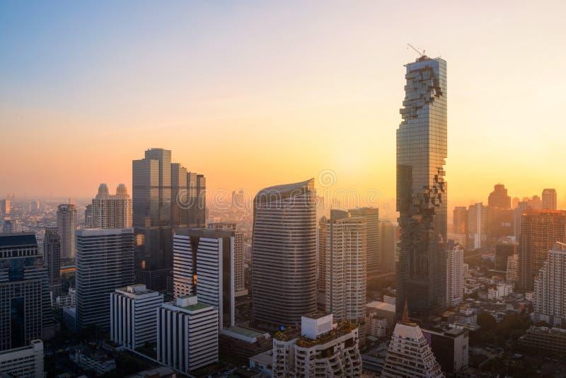 Άποψη εικονικής παράστασης πόλης επιχειρησιακού κτηρίου γραφείων της Μπανγκόκ του σύγχρονου στοκ εικόνες