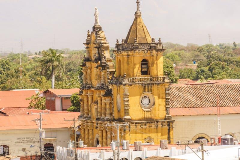 Άποψη εκκλησιών Λα Recoleccion από επάνω Leon, Νικαράγουα, Κεντρική Αμερική στοκ φωτογραφίες