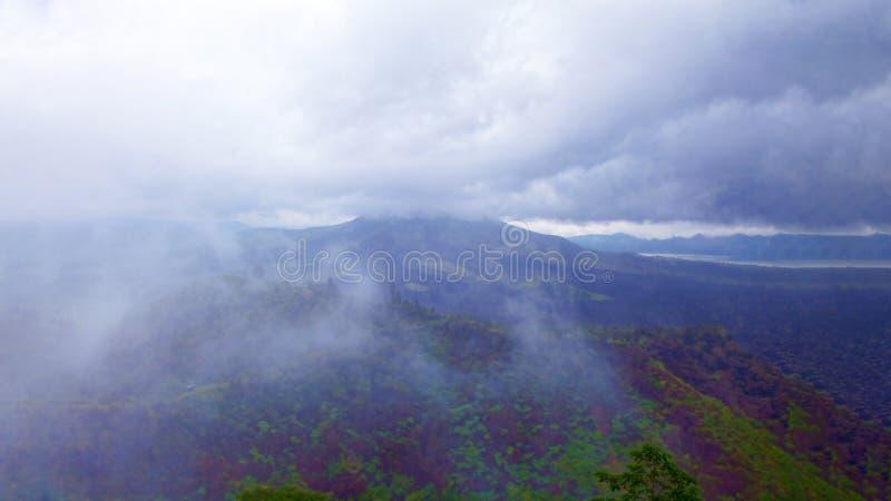 Άποψη ενός εκλείψας ηφαιστείου r στοκ εικόνες