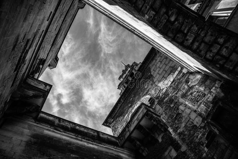 Άποψη ενός κτηρίου από το πάτωμα στην Πράγα στοκ εικόνες
