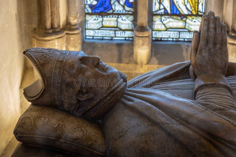 Άποψη ενός μνημείου στο Walter de Merton καγκελάριος της Αγγλίας στον καθεδρικό ναό στο Ρότσεστερ επάνω στοκ φωτογραφία