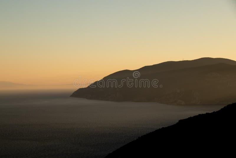 Άποψη ηλιοβασιλέματος στο ελληνικό νησί της Αλοννήσου INT το Αιγαίο πέλαγος, το Norhern Sporades στοκ εικόνα με δικαίωμα ελεύθερης χρήσης