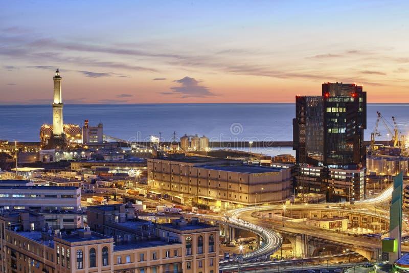Άποψη ηλιοβασιλέματος της Γένοβας και του φάρου του στοκ εικόνες με δικαίωμα ελεύθερης χρήσης