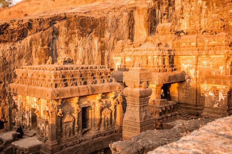 Άποψη ηλιοβασιλέματος του ναού Kailasa σύνθετη άνωθεν στοκ εικόνες