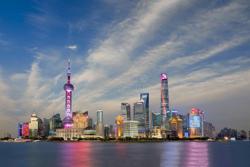 Άποψη ηλιοβασιλέματος του ορίζοντα της Σαγκάη, Κίνα στοκ εικόνες