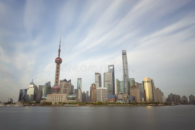 Άποψη ηλιοβασιλέματος του ορίζοντα της Σαγκάη, Κίνα στοκ εικόνα