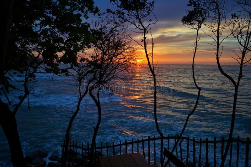 Άποψη θάλασσας στο ηλιοβασίλεμα στοκ εικόνες με δικαίωμα ελεύθερης χρήσης