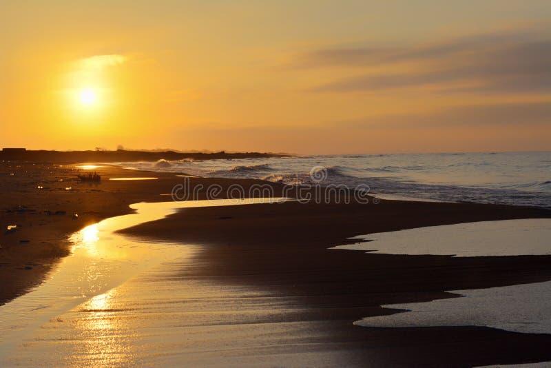 Άποψη θάλασσας στο ηλιοβασίλεμα στοκ εικόνα με δικαίωμα ελεύθερης χρήσης