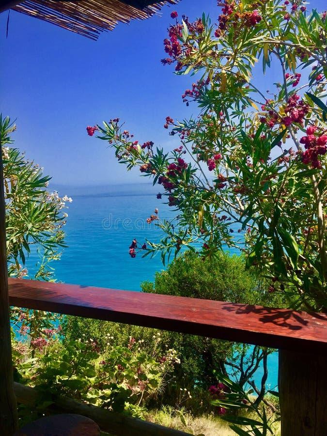 Άποψη θάλασσας από το μπαλκόνι στοκ εικόνα