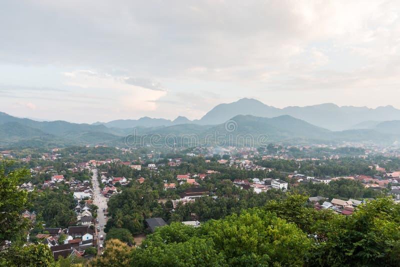 Άποψη και τοπίο στο luang prabang στοκ εικόνες