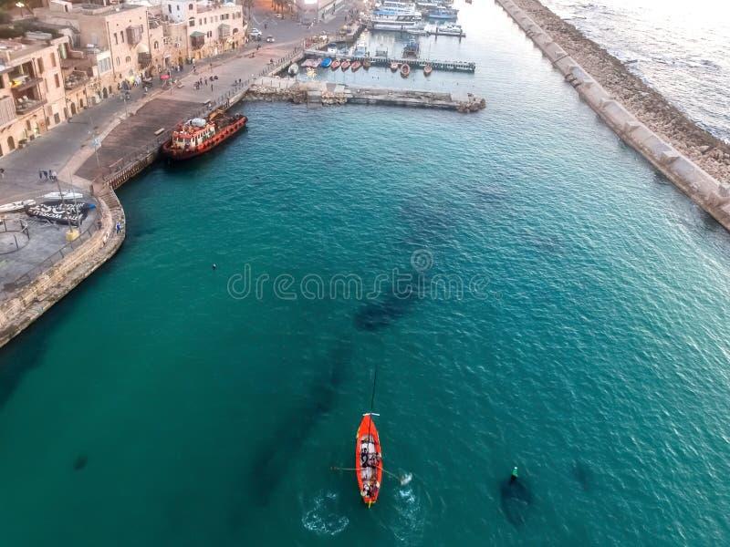 Άποψη κηφήνων μιας βάρκας στοκ εικόνες