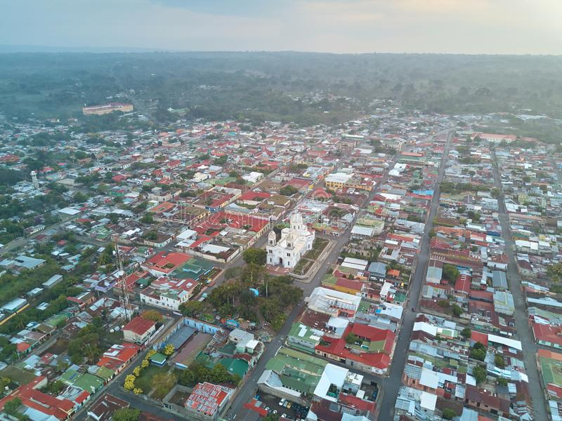Άποψη κηφήνων σχετικά με την πόλη Diriamba στοκ εικόνα