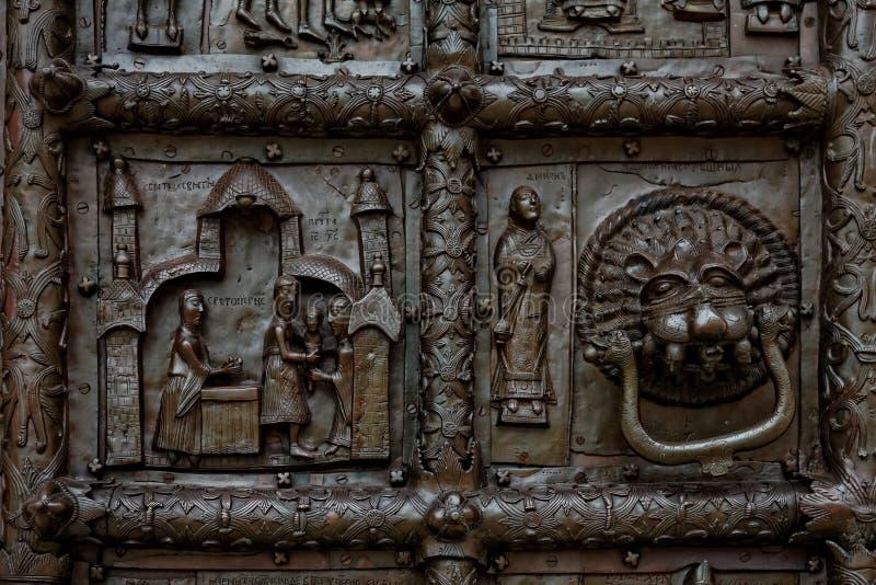 Άποψη κινηματογραφήσεων σε πρώτο πλάνο Magdeburg Γκέιτς του καθεδρικού ναού της Sophia, Veliky Novgorod, Ρωσία στοκ φωτογραφία
