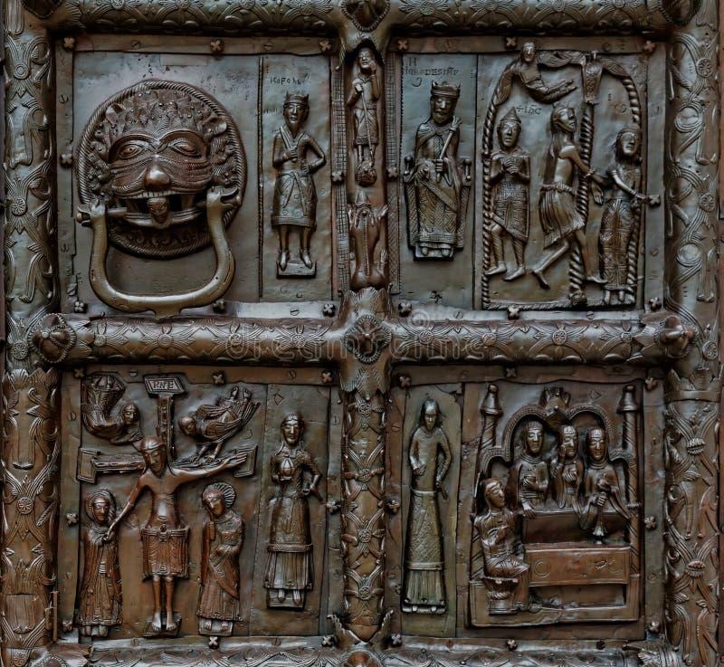 Άποψη κινηματογραφήσεων σε πρώτο πλάνο Magdeburg Γκέιτς του καθεδρικού ναού της Sophia, Veliky Novgorod, Ρωσία στοκ φωτογραφία με δικαίωμα ελεύθερης χρήσης
