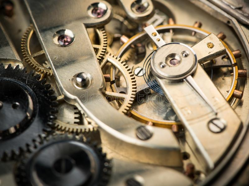 Άποψη λεπτομέρειας του μηχανισμού ενός παλαιού ρολογιού τσεπών στοκ φωτογραφία