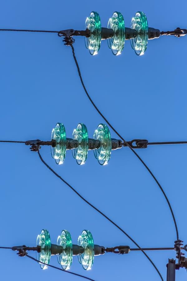 Άποψη λεπτομέρειας υπερυψωμένα σχηματίζοντας τόξο κέρατα που χρησιμοποιούνται στον ηλεκτρικό πύργο στοκ εικόνα