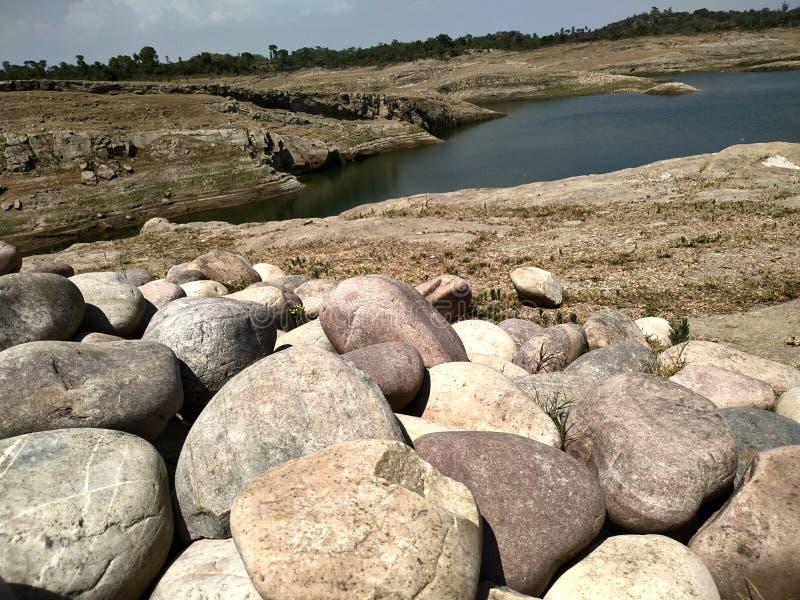 Άποψη λιμνών στο φράγμα pong στοκ εικόνες με δικαίωμα ελεύθερης χρήσης