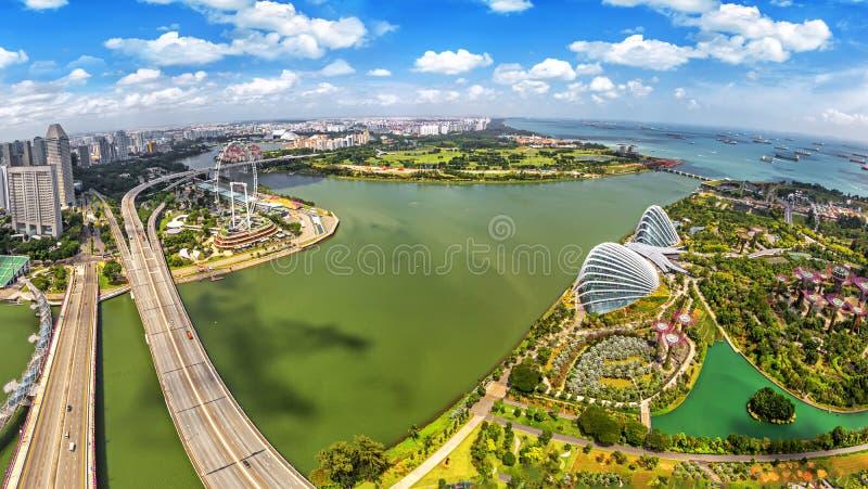 Άποψη ματιών πουλιών του ορίζοντα πόλεων της Σιγκαπούρης στοκ εικόνα