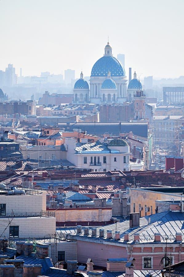 Άποψη ματιών πουλιών των στεγών και του ιερού καθεδρικού ναού Izmailovo τριάδας στην Άγιος-Πετρούπολη, Ρωσία στοκ εικόνα με δικαίωμα ελεύθερης χρήσης