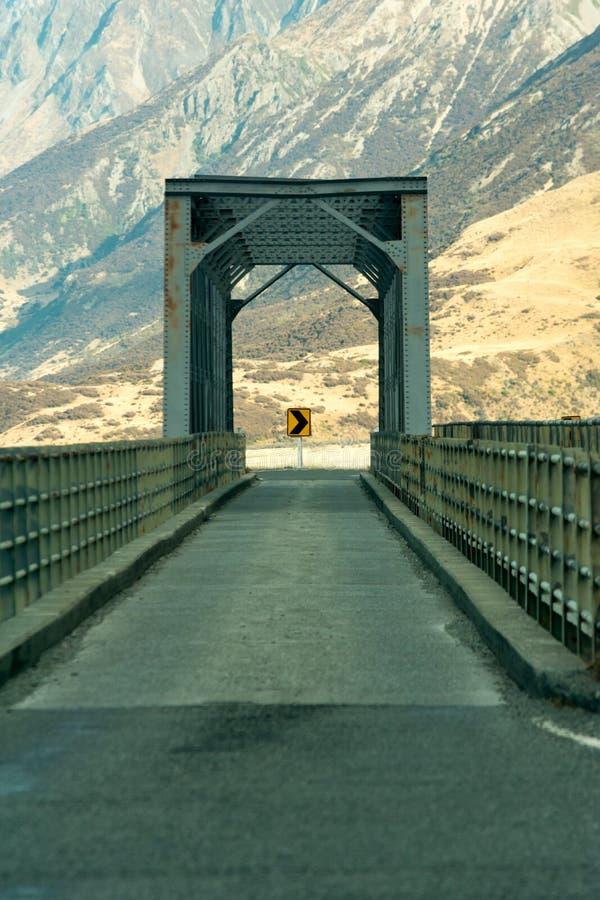 Άποψη μιας γέφυρας και ενός σημαδιού στοκ εικόνες