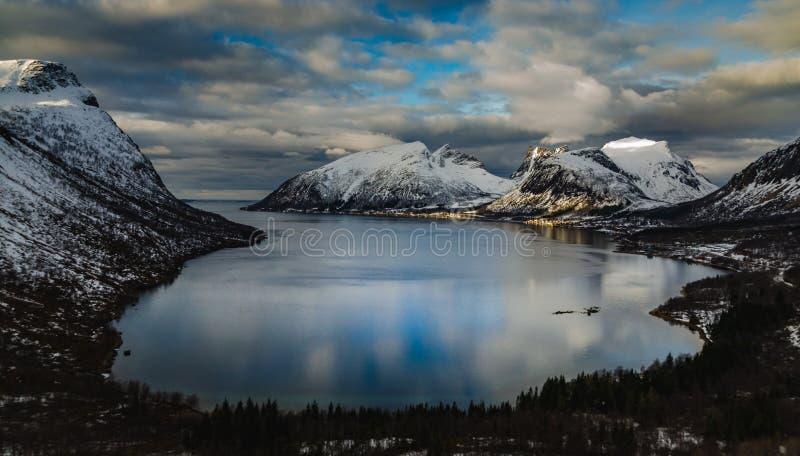 Άποψη Νορβηγία, Senja Ersfjord στοκ φωτογραφία με δικαίωμα ελεύθερης χρήσης