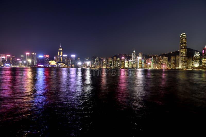 Άποψη νύχτας λιμενικών Χονγκ Κονγκ Βικτώριας στοκ εικόνα