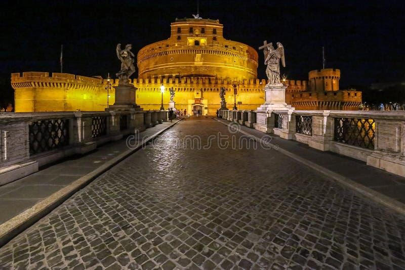 Άποψη νύχτας με τη γέφυρα αγγέλων, Ρώμη, Ιταλία στοκ φωτογραφίες με δικαίωμα ελεύθερης χρήσης