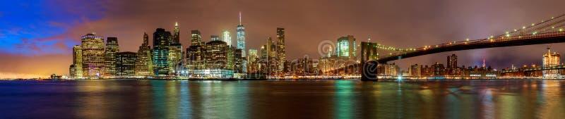 Άποψη νύχτας της γέφυρας του Μπρούκλιν στην πόλη της Νέας Υόρκης στοκ φωτογραφία