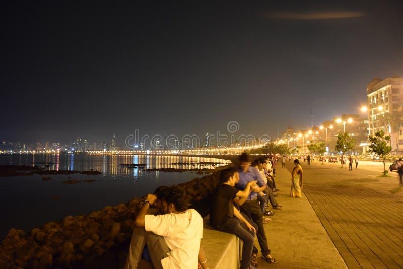 Άποψη νύχτας της θαλάσσιας κίνησης Mumbai στοκ εικόνες