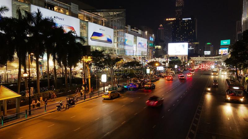 Άποψη νύχτας της λεωφόρου αγορών στη Μπανγκόκ στοκ φωτογραφίες