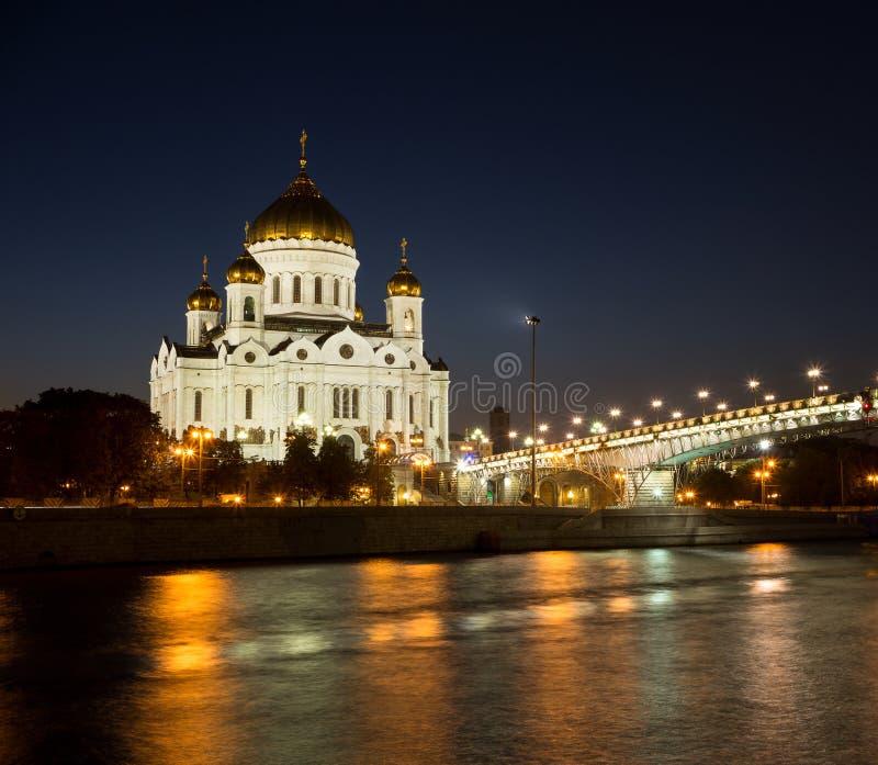 Άποψη νύχτας της Μόσχας Χριστός ο καθεδρικός ναός Savior, ο ποταμός Moskva, η γέφυρα Patriarshy και το ανάχωμα στο φωτισμό φω'των στοκ εικόνες με δικαίωμα ελεύθερης χρήσης