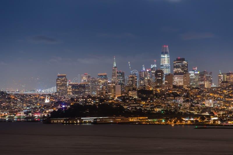Άποψη νύχτας της οικονομικής περιοχής, Σαν Φρανσίσκο στοκ εικόνα