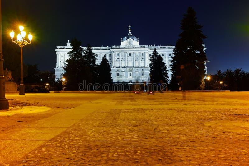Άποψη νύχτας της πρόσοψης της Royal Palace της Μαδρίτης στοκ φωτογραφίες