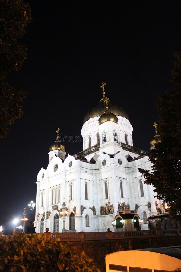 Άποψη νύχτας του καθεδρικού ναού Χριστού το Savior στη Μόσχα με τα φωτισμένα επίκεντρα στοκ φωτογραφία με δικαίωμα ελεύθερης χρήσης