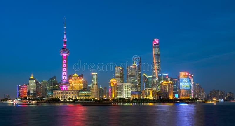 Άποψη νύχτας του ορίζοντα της Σαγκάη, Κίνα στοκ εικόνες