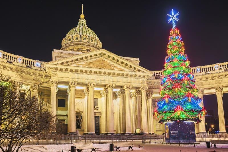 Άποψη νύχτας του Kazan καθεδρικού ναού στη Αγία Πετρούπολη στο winte στοκ φωτογραφία με δικαίωμα ελεύθερης χρήσης