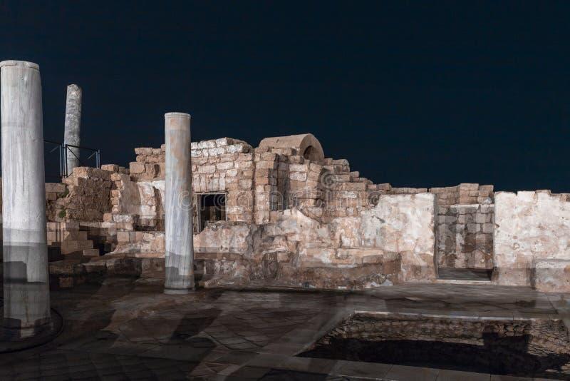 Άποψη νύχτας των καταστροφών της πόλης της Καισάρειας στη μεσογειακή ακτή, η οποία χτίστηκε από το βασιλιά Judea, Herod ο μεγάλος στοκ φωτογραφίες