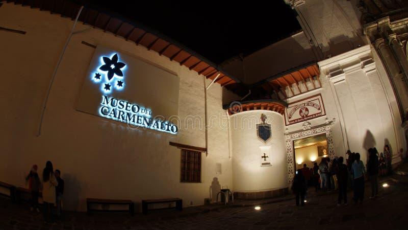Άποψη νύχτας των τουριστών που μπαίνουν στο μουσείο μέσα στην εκκλησία της EL Carmen Alto που βρίσκεται στο ιστορικό κέντρο της π στοκ εικόνες με δικαίωμα ελεύθερης χρήσης