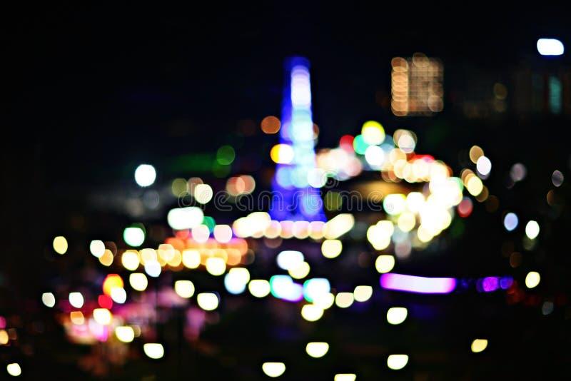 Άποψη νύχτας των φω'των πόλεων του θερέτρου στοκ εικόνες