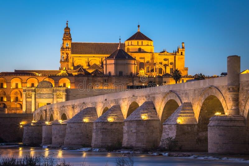 Άποψη νύχτας Romano mezquita-Catedral και Puente - τέμενος-Cathe στοκ φωτογραφίες με δικαίωμα ελεύθερης χρήσης
