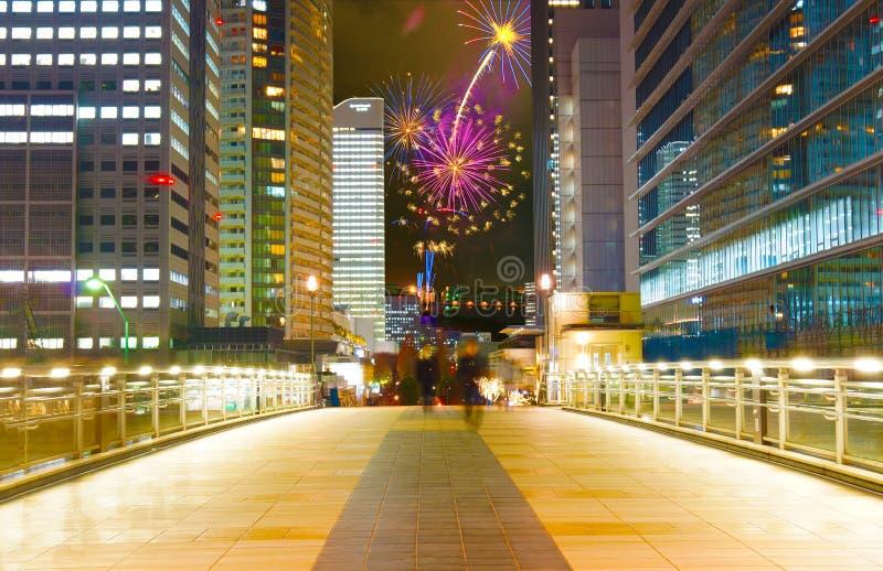 Άποψη νύχτας Yokohama και σύνθετη φωτογραφία πυροτεχνημάτων στοκ εικόνες