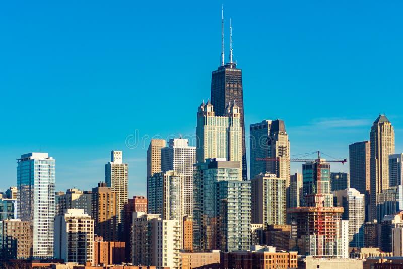 Άποψη οριζόντων του Σικάγου από τη δύση μια ηλιόλουστη ημέρα στοκ εικόνες με δικαίωμα ελεύθερης χρήσης