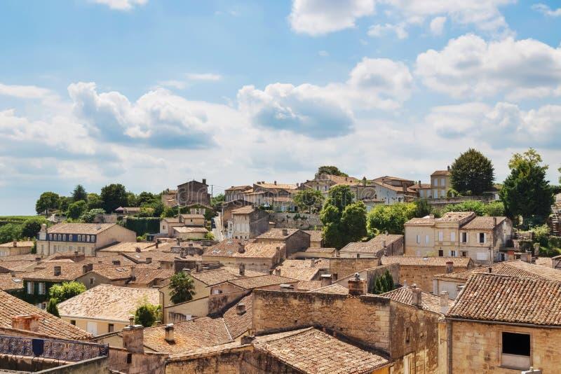 Άποψη πέρα από τις γραφικές στέγες Άγιος-Emilion, Γαλλία στοκ φωτογραφίες