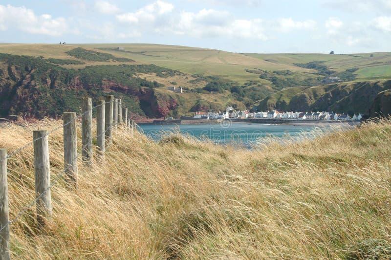 Άποψη πέρα από τον κόλπο προς Pennan, Σκωτία στοκ φωτογραφία με δικαίωμα ελεύθερης χρήσης