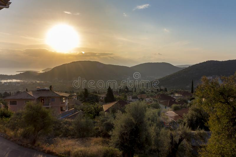 Άποψη πέρα από το νησί της Λευκάδας στο ηλιοβασίλεμα στοκ φωτογραφίες