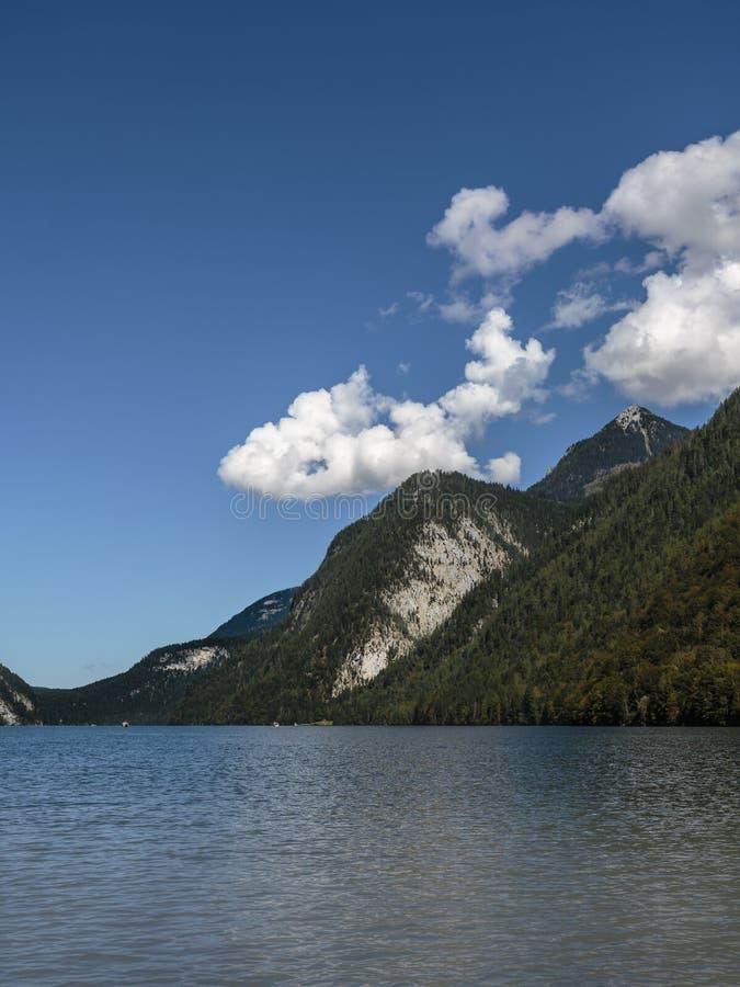 Άποψη πέρα από το koenigssee λιμνών στοκ φωτογραφίες