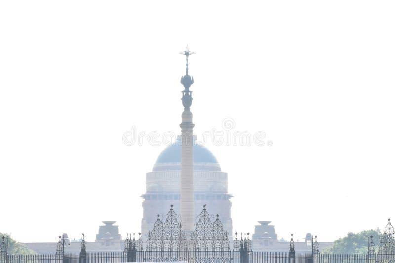 Άποψη παλατιών μετά από τη misty βροχή στοκ εικόνα