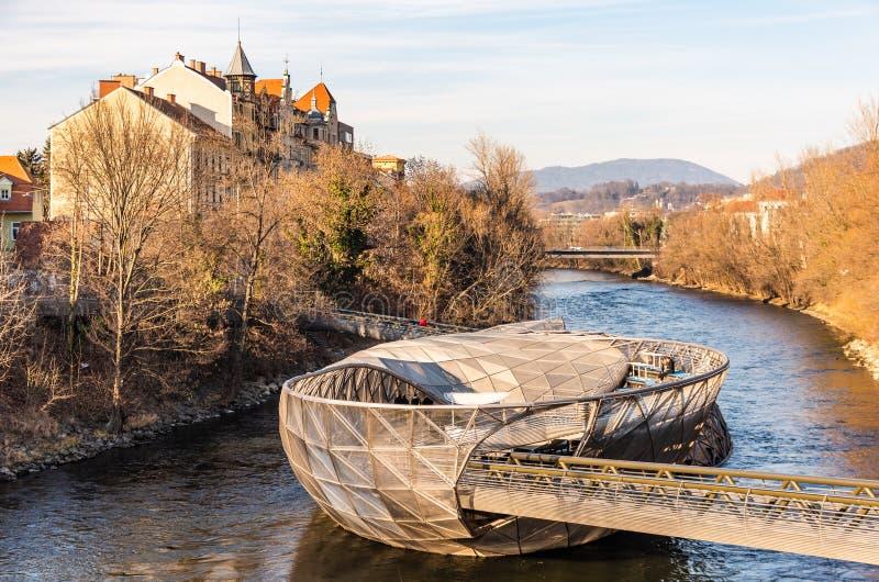 Άποψη πανοράματος στον ποταμό MUR, Murinsel στη γέφυρα στοκ φωτογραφίες με δικαίωμα ελεύθερης χρήσης