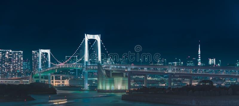 Άποψη πανοράματος της άποψης νύχτας πόλεων της γέφυρας ουράνιων τόξων Odaiba, Τόκιο, Ιαπωνία στοκ φωτογραφία με δικαίωμα ελεύθερης χρήσης